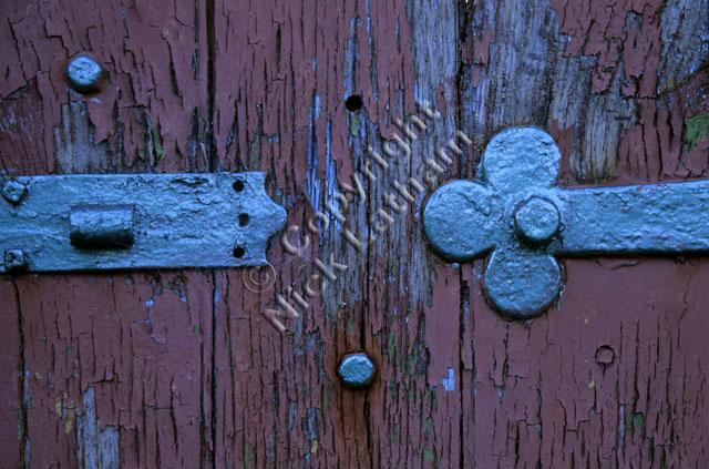 wood hinge gate red blue metal hinge flake flaking deterioration deteriorate detail cool