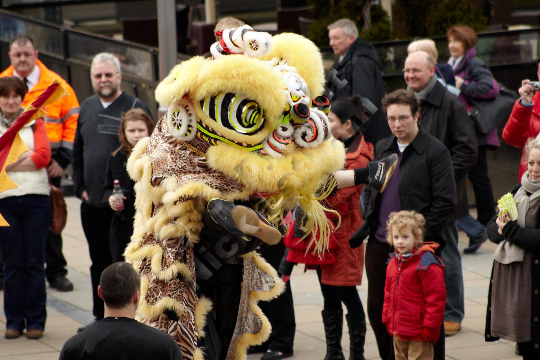 Chinese lion dance - acrobatics